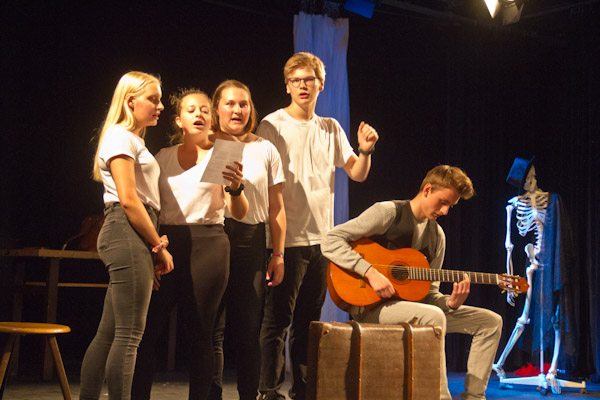 "Theaterprojekt ""Die Reise 2"""